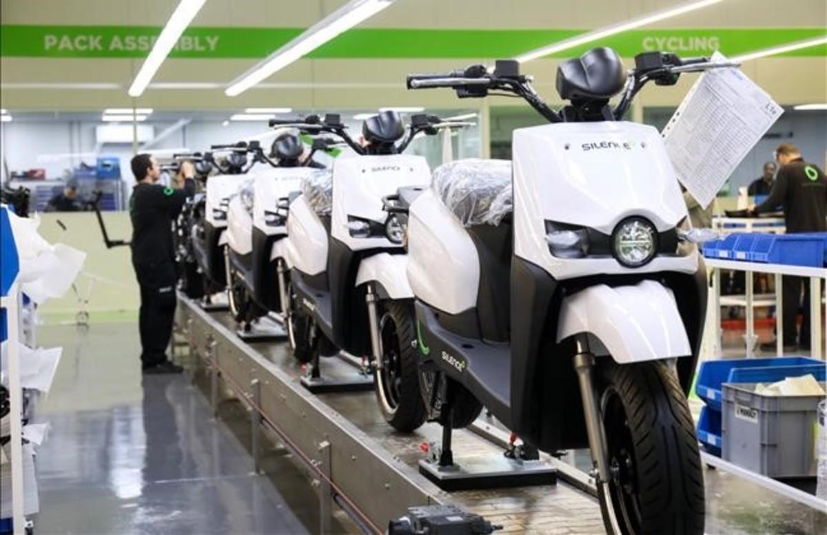Scutum inaugura una fábrica de motos eléctricas en Molins