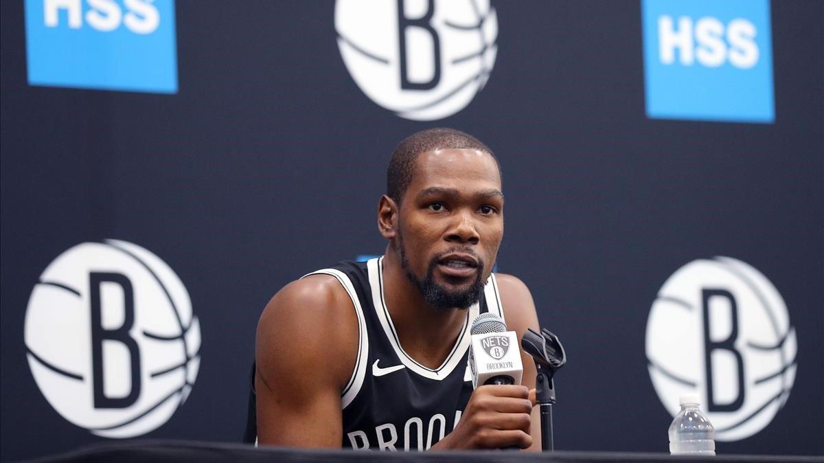 Kevint Durant i quatre jugadors més dels Nets donen positiu