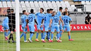 Los jugadores del Girona celebran el segundo gol ante el Almería.