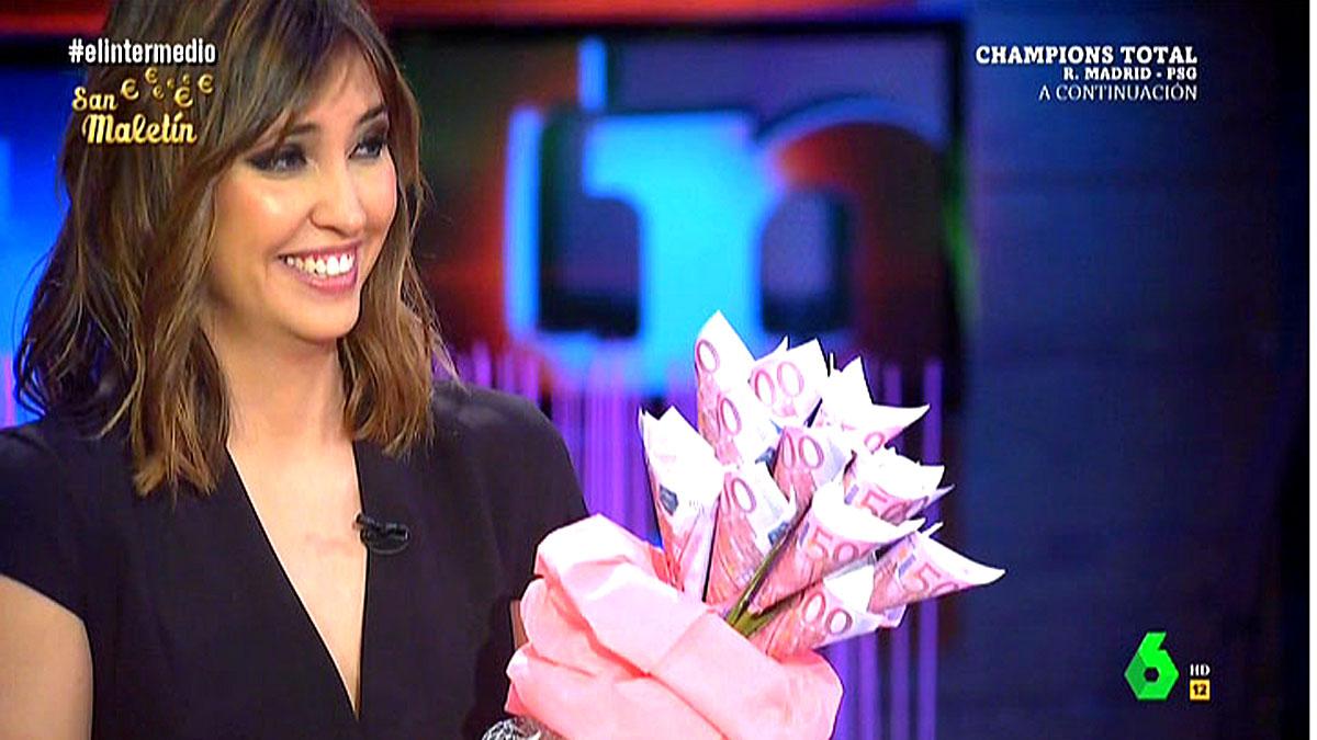 Sandra Sabatés con flores de 500 euros.