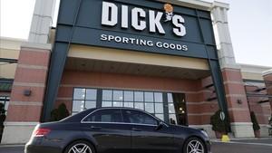 Tienda de Dicks Sporting Goods en Arlington Heights Ill, el 28 de febrero.