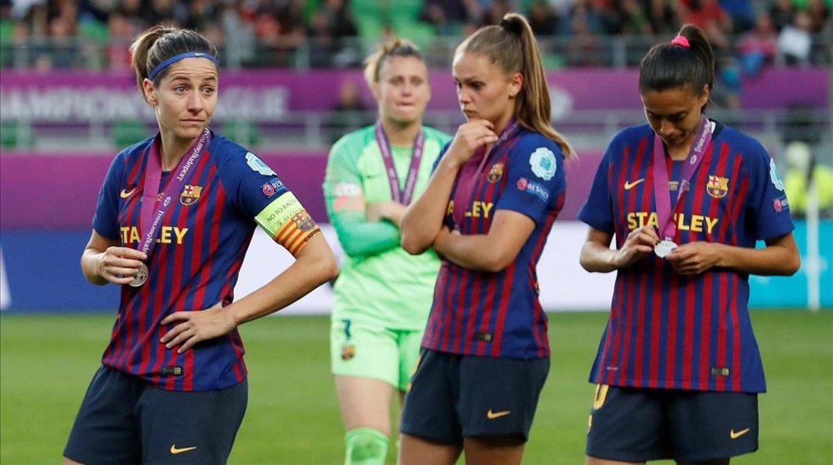 Tristeza entre las jugadoras azulgrana tras la dura derrota.