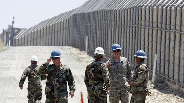 EEUU enviará al Ejército a vigilar la fontera de México hasta que levante el muro