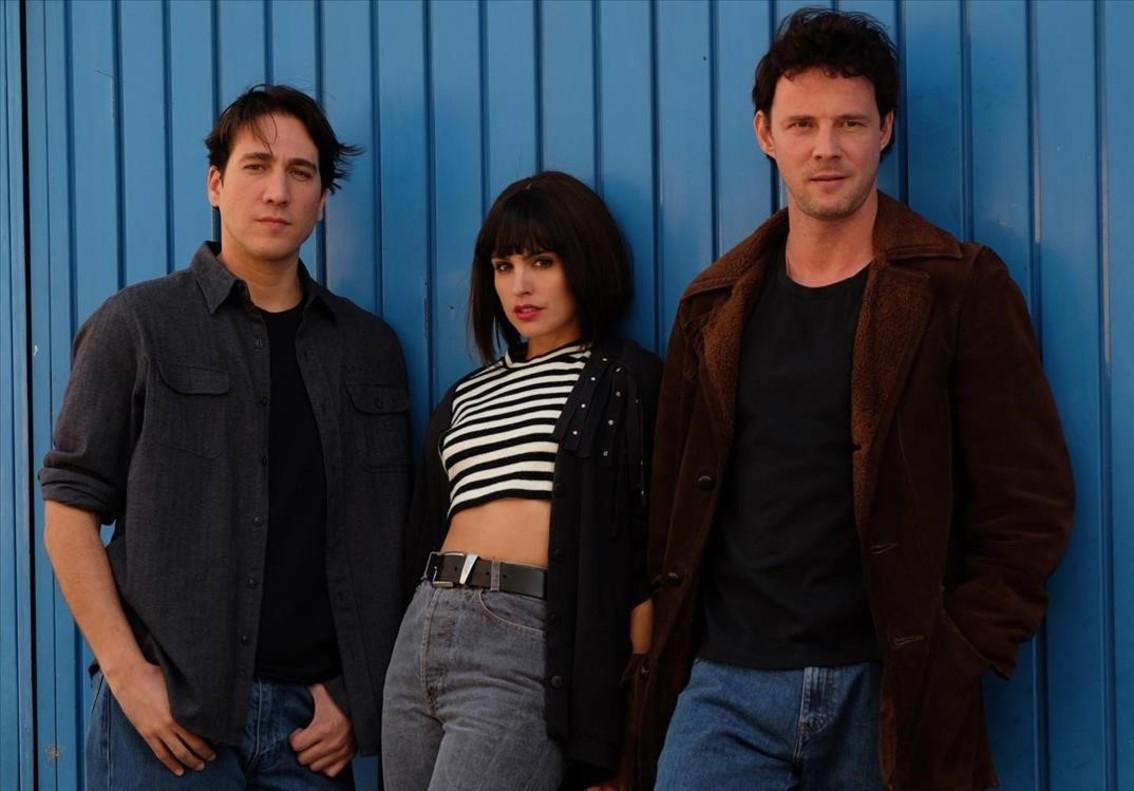 Alberto Ammann, Verónica Echegui y Eloy Azorín, protagonistas de 'Apaches'.