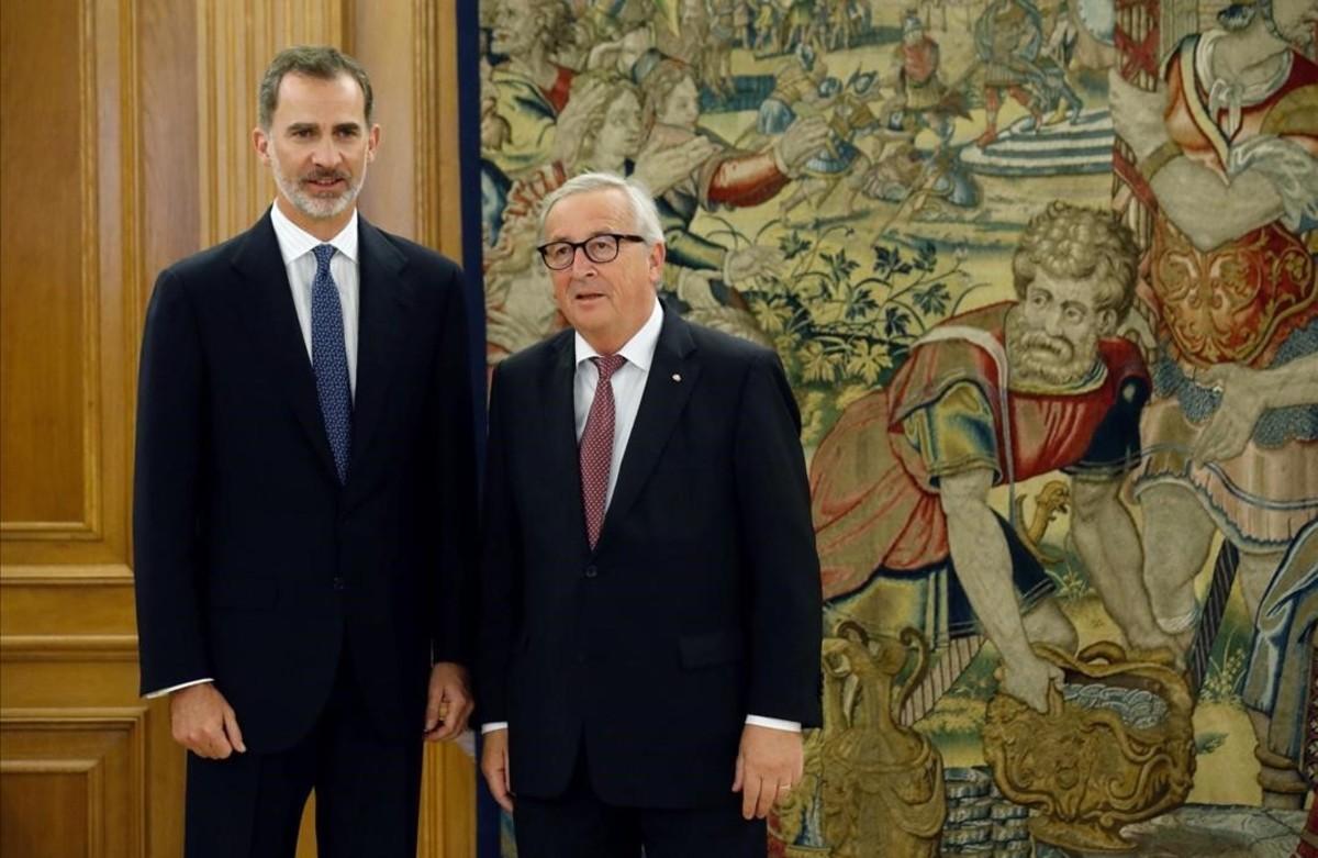 El rey Felipe VI, en la recepción al presidente de la Comisión Europea,Jean Claude Juncker.