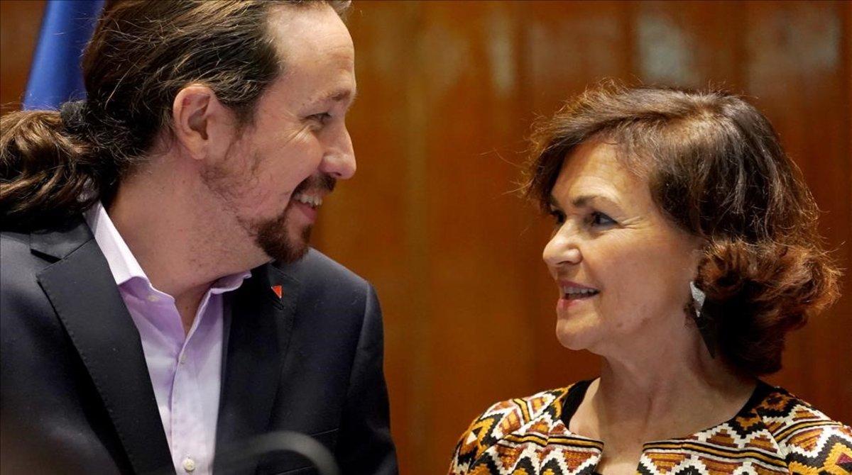 La vicepresidenta primera, Carmen Calvo, junto al vicepresidente segundo, Pablo Iglesias