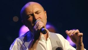 Phil Collins, en acción.