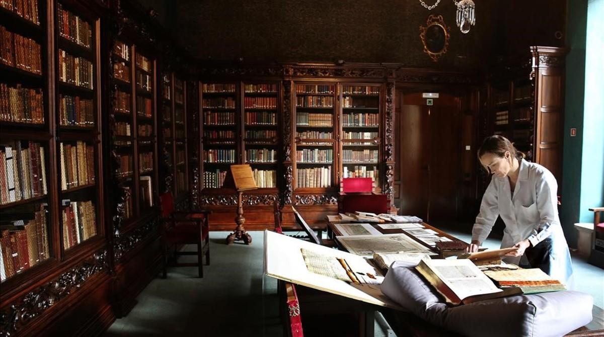 Una de las salas de la Casa de lArdiaca, que alberga el Arxiu Històric de la Ciutat desde hace un siglo.