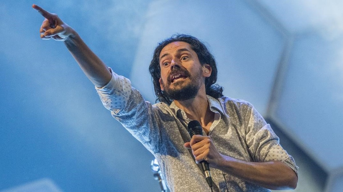Eduard Costa, durante la actuación de Els Amics de les Arts.