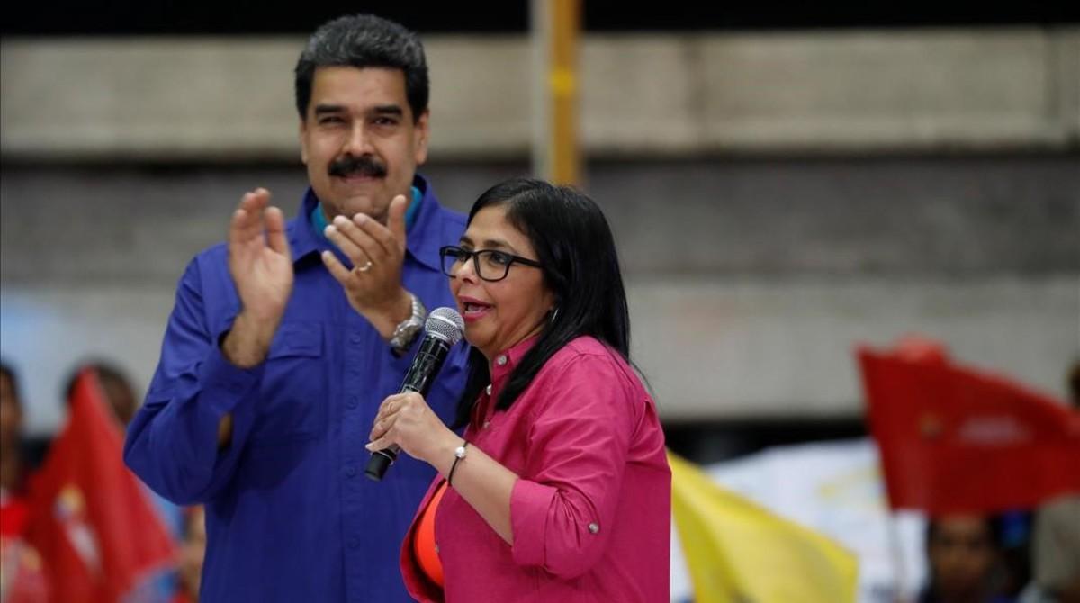 El presidente venezolano, Nicolás Maduro, y la vicepresidenta Delcy Rodríguez, en un acto electoral en febrero del 2018.