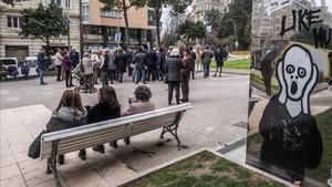 Concentración de vecinos del Turó Park contra las políticas de movilidad de Colau, el viernes.