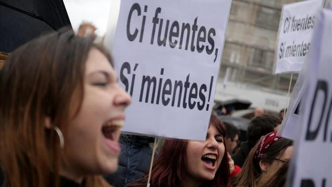 Estudiantes de máster de Madrid en una protesta por el caso Cifuentes.
