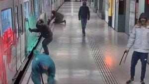 Presó, multa i ordre d'allunyament per a un grafiter del metro de Barcelona
