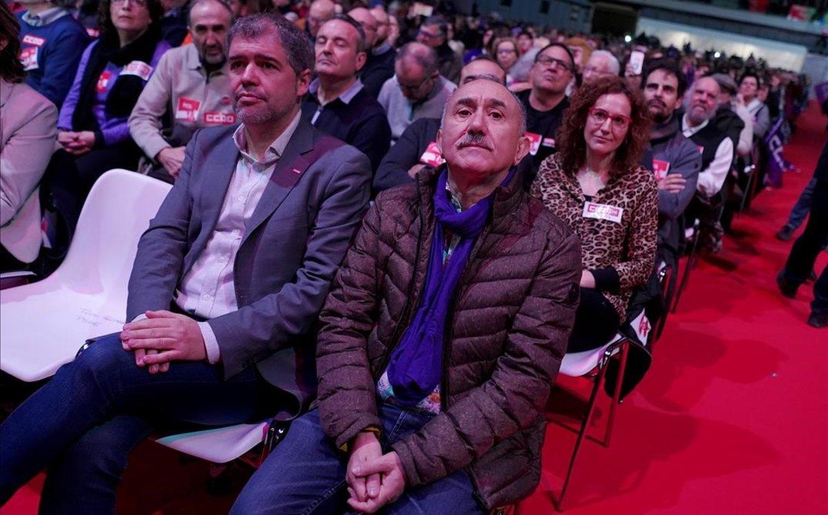 Los secretarios generales de CCOO y UGT, Unai Sordo y Pepe Álvarez, en un acto en Madrid con 10.000 delegados sindicales.