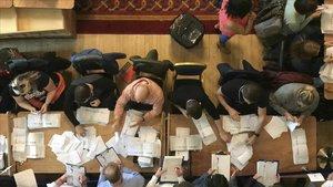 El 'brexit' passa factura a les urnes a conservadors i laboristes