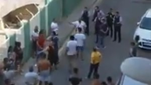 Lluita amb dos ferits davant un centre de menors migrants a Calella