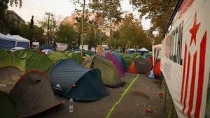 Tiendas de los acampados en la plaza Universitat.