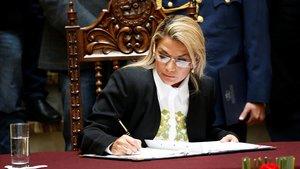 Áñez demana la dimissió als seus ministres enmig de la primera crisi del seu mandat interí a Bolívia