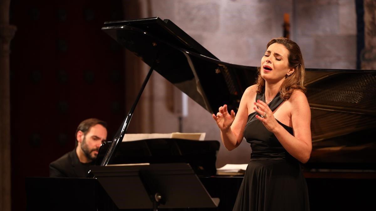 La soprano Sabina Puértolas acompañada por el pianista Rubén Fernández Aguirre, en el Festival de Peralada.
