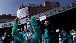 Sanitat posa en dubte les dades que proporciona Ayuso sobre la pandèmia