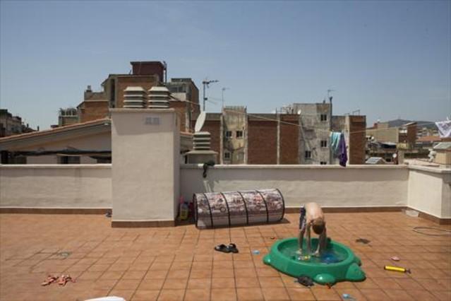 Bloque de pisos propiedad de la Sareb ocupado por la PAH en el barrio de Hostafrancs, en Sants.