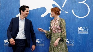fcasals35336254 director damien chazelle l and actress emma stone r atte160831184123