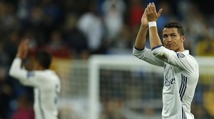rpaniagua35529483 real madrid s cristiano ronaldo applauds to supporters at th160916190939