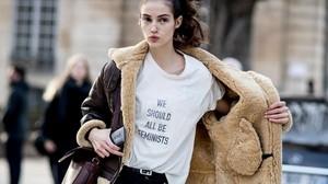 zentauroepp38709037 barceloneando we should all be feminists dior camiseta fot180217182849