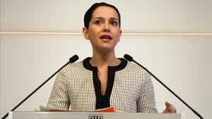 La líder de Ciudadanos en Catalunya, Inés Arrimadas, en rueda de prensa en el Parlament.