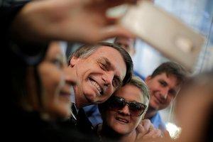 Bolsonaro creció tres puntos porcentuales respecto a la última encuesta y llega al 35 % de intención de voto.