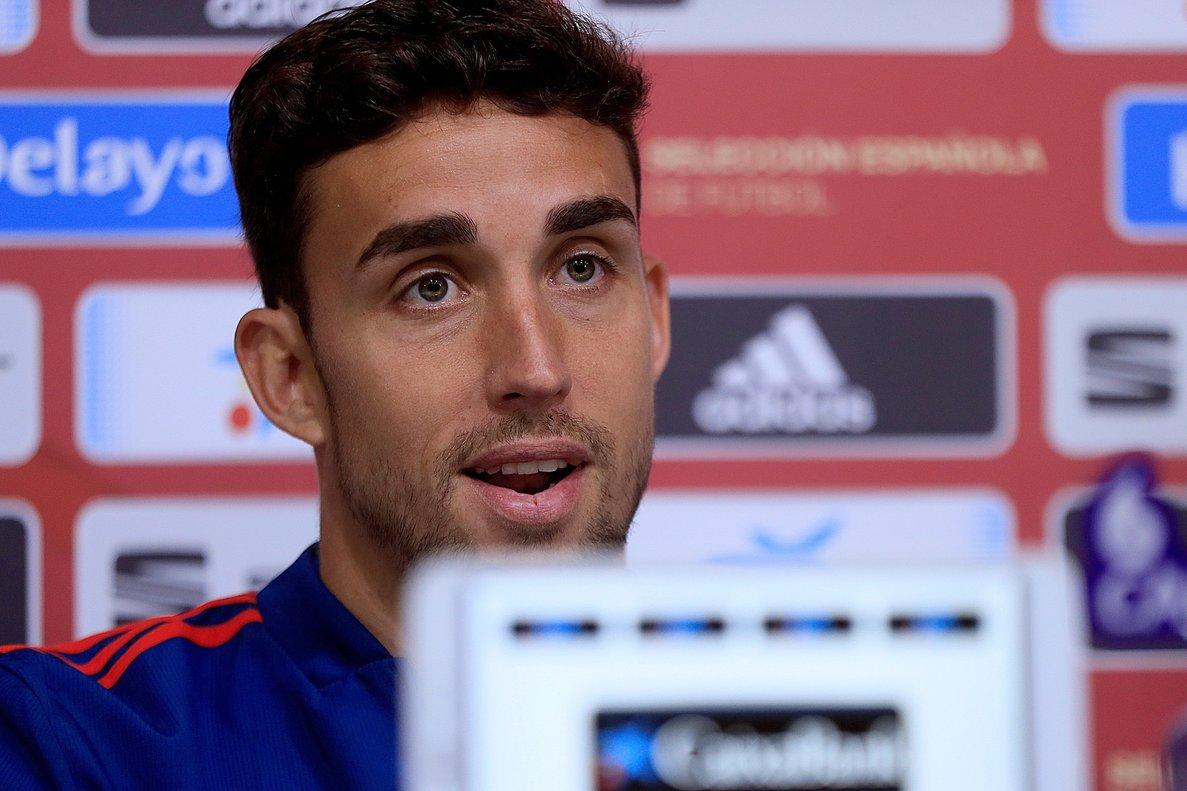 El internacional de Getafe Jaime Mata en rueda de prensa con la selección española.
