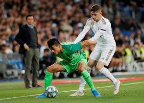 El madridista Valverde (d) presiona a Silva, lateral del Leganés.