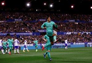 El madridista Varane celebra el primer gol ante el Zaragoza en Copa.