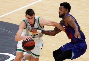 El base del Joventut Dimitrijevic intenta superar al barcelonista Higgins en la reanudación de la ACB.