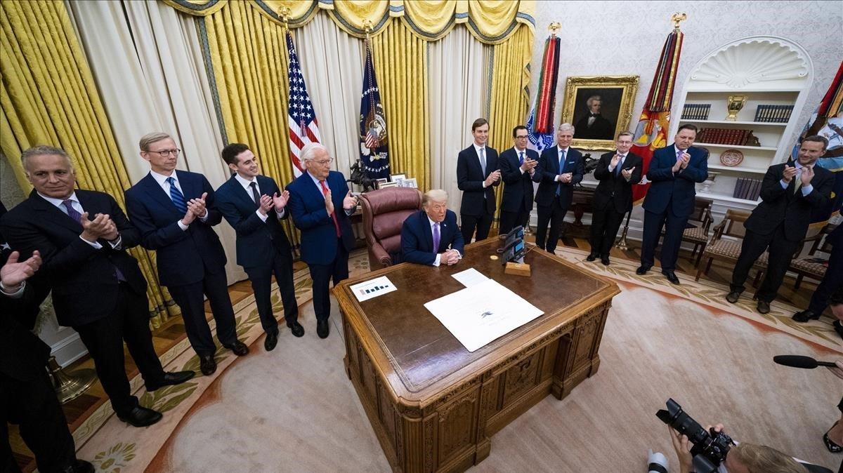 Trump anuncia el acuerdo de paz entre Israel y los Emiratos Árabes Unidos desde la Casa Blanca.