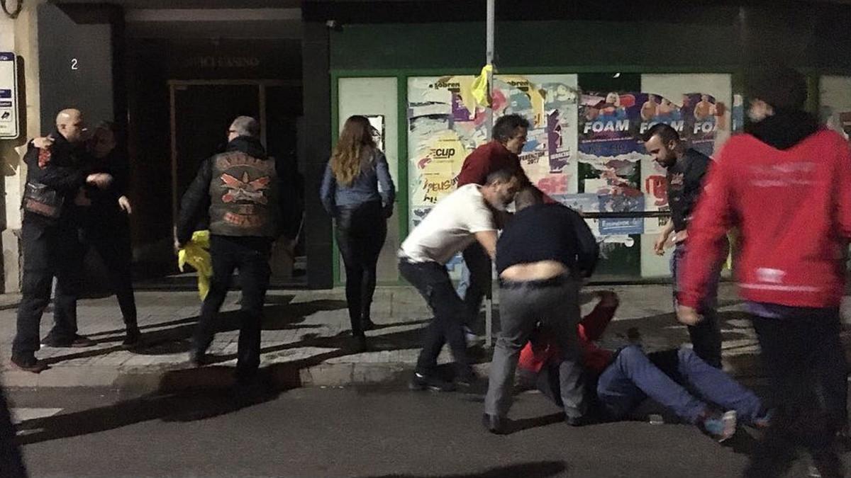 Agresión contra un grupo de personas cuando colocaban lazos amarillos en Artés.