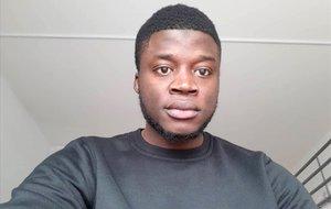 Alassa Mfouapon, refugiado camerunés, ha denunciado al diario alemán Bild.