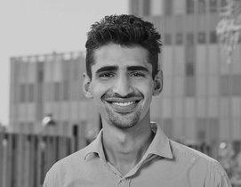 Ali Khan lleva dos años trabajando como taxista en Barcelona.