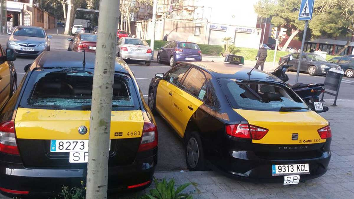 Imágenes de los supuestos destrozos a 18 taxis distribuidas por Elite Taxi.