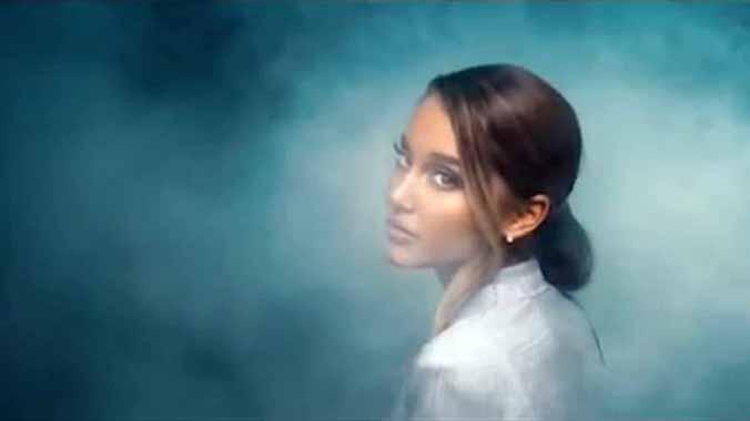 Ariana Grande arrasa en YouTube con su último videoclip.