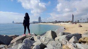 Aspecto de la playa de Barcelona, este domingo.