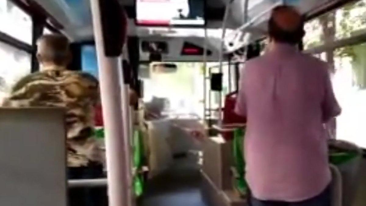 Bronca en un autobús de Valencia por un conductor sin mascarilla.