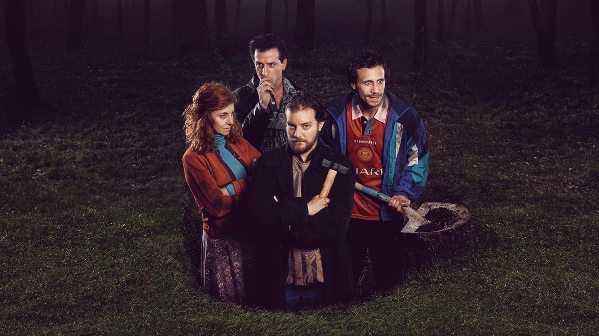 Xaxi Sáez, Oriol Pla, Marta Milà y Pol López en 'La calavera de Connemara', de Martin McDonagh. La Villarroel, septiembre y noviembre.