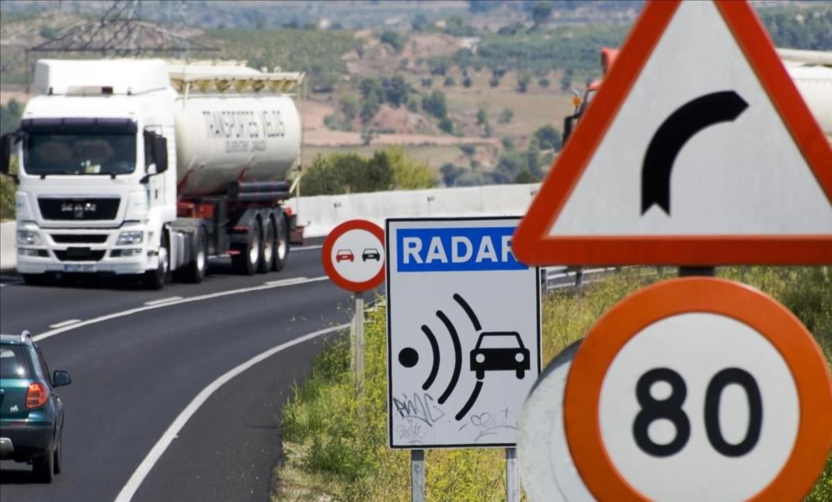 La carretera N-240 en dirección a Montblanc.