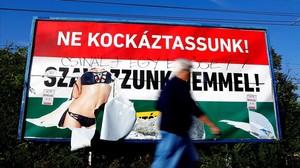 Cartel de la campaña gubernamental por el no en el referéndum de Hungría.