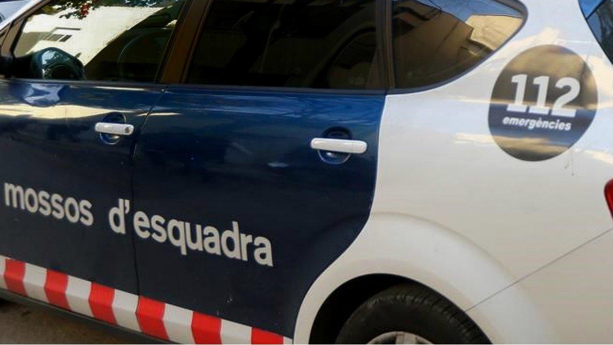 Moren dues persones en un cotxe estacionat a Barcelona