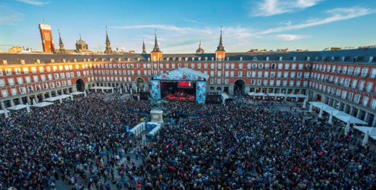 La Plaza Mayor de Madrid durante la celebración de las Fiestas de San Isidro 2018.