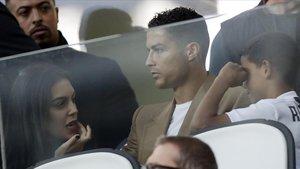 Cristiano, sancionado, asiste desde la grada al duelo de la Juventus contra el Young Boys (3-0).