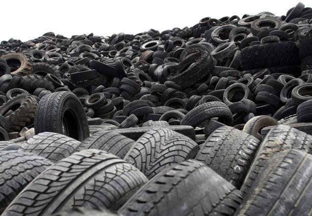 Detalle de los neumáticos acumulados en el mayor vertedero de Europa, situado en Seseña, Toledo.