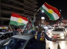 Ciudadanos kurdos celebran la victoria del sí en el referéndum del pasado 25 de septiembreen Erbil.